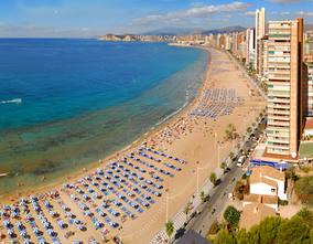Benidorm beaches and coves awarded one year more with the Qualitur Flag for their quality and excellence.